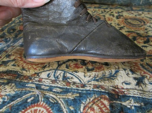 Here you can see the sole of the boots that are echoed in Izannah's painted cloth version.