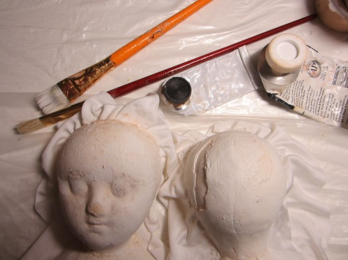 I've just taken the two halves of this head out of my newest mold, taken from Ismay, the antique Izannah Wallker doll I bought at the UFDC convention!