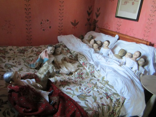 The dolls were very lazy and slept in this morning.