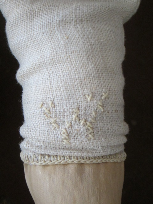 The linen that I used for Ismay's second skin has a W cross stitched on it, which I placed on her left knee. Obviously this linen was meant to be part of this doll!!!