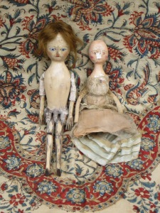 My little wooden girls were beside themselves when they found out they had missed a chance to meet Sandy's dolls too. I have promised them a future play date... and prehaps they will be properly dressed to entertain visitors by then!