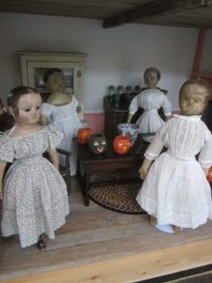 Isabeau, Eliza Jane, Ismay and Memory are in the kitchen doing all the last minute preparations.