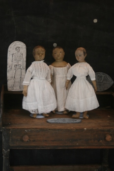 Ladies in White... are the ghostly visitors, tip-toeing among the tombstones? Or are they Count Dracula's brides??? Eliza Jane, Memory and Ismay are having trouble deciding between themselves... but either way they want to wish you a haunting beautiful Halloween!