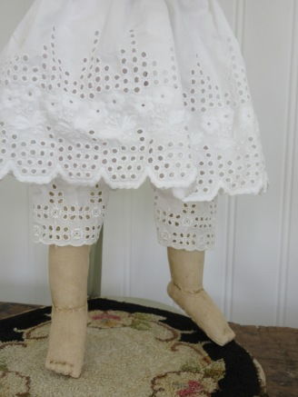 I looked through my stash of antique lace and trims... where I was lucky enough to find a wide ruffle of broiderie anglaise at the hem of an antique 19th century woman's petticoat. The petticoat was saddly smoke damaged, but dilligent soaking in sodium perborate allowed me to remove much of the smoke stains and use part of the ruffle to make this doll size petticoat!